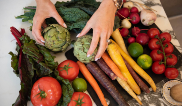 Eating Raw Vegetables First and How it Helps with Digestion