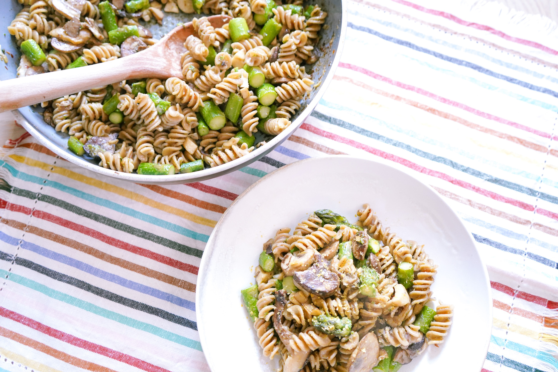 Asparagus Mushroom Summer Pasta - Girls Living Well; Click to read learn to make this Asparagus Mushroom Summer Pasta on Girls Living Well! With so many healthy and tasty gluten free pasta options, we are always coming up with delicious recipes for a quick, satisfying, plant lunch or dinner option. Asparagus is in season and I came up with a recipe. Best pasta salad recipes vegetarian cold. Pasta salad recipes healthy easy. Pasta recipes homemade Italian foods. Veggie pasta recipes healthy. Asparagus recipes baked healthy simple.