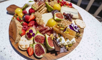 How to create a Grazing Board with Hanna from A la Table